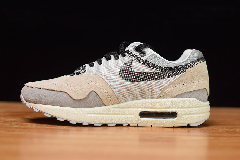 Nike Air Max 93 BlackCool Grey: a classic without the